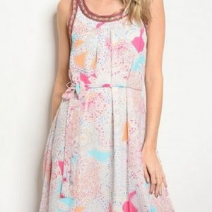 🌹Beautiful NWT Patterned Summer Dress with belt